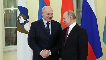 Aleksander Łukaszenka i Władimir Putin na Eurazjatyckim Szczycie Ekonomicznym