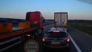 Szeryf z SUV-a walczy z wyprzedzającymi się ciężarówkami i przegrywa [WIDEO]