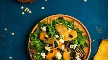 Sałatka z gruszek glazurowanych w miodzie z serem i dynią