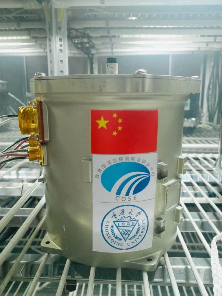 Pojemnik, w którym Chińczycy przeprowadzili biologiczny eksperyment na powierzchni Księżyca