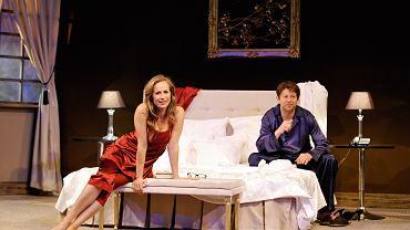 Spektakl 'Seks dla opornych' (reż. Henryk Jacek Schoen) wystawiany w Teatrze Bagatela. Na zdjęciu Alina Kamińska i Łukasz Żurek