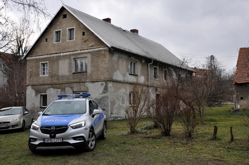 Lutomia Górna. W tym domu jednorodzinnym znaleziono trzy ciała