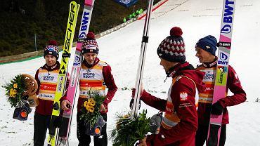 Kamil Stoch i Dawid Kubacki podczas konkursu skoków narciarskich w ramach Pucharu Świata w Wiśle