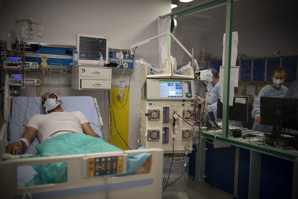 Koronawirus. Białystok, Szpitalny Oddział Ratunkowy w szpitalu uniwersyteckim. Dyżur 9 listopada 2020 roku.