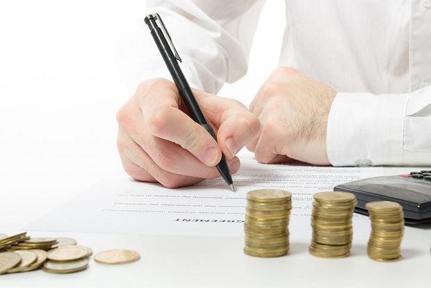 Jak kwalifikować zmianę terminu płatności FV w umowie o zamówienie publiczne?