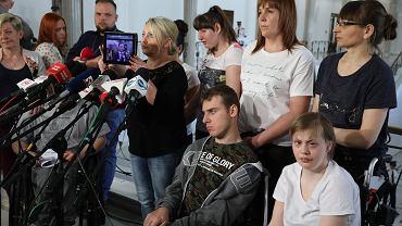 21 dzień protestu rodziców dorosłych dzieci niepełnosprawnych. Warszawa, Sejm, 8 maja 2018