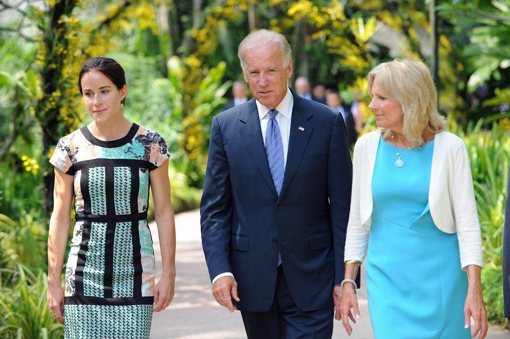 Ashley Biden, Joe Biden i Jill Biden podczas wizyty w National Orchid Garden w Singapurze w lipcu 2013 r.