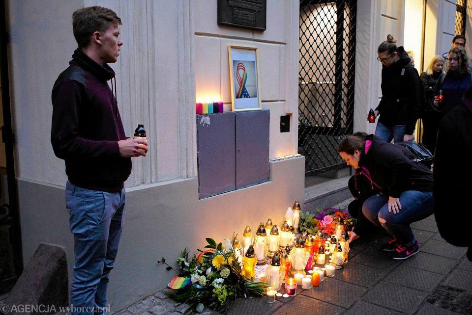 Poznaniacy uczcili ofiary masakry w Orlando