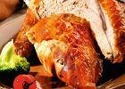 Piersi indyka szpikowane masłem z anchois i szałwią
