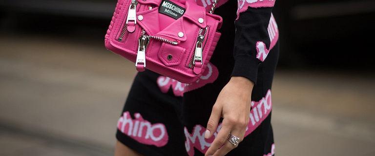 Kopertówka Moschino, a może shopper od Versace? Torebki marek premium nawet -50% taniej!