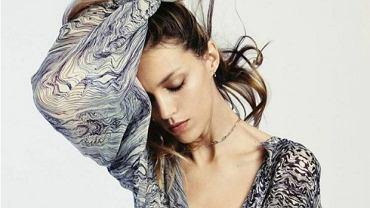 Anja Rubik w koszuli ze swojej kolekcji dla IRO