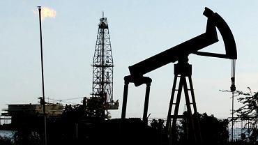 Wydobycie ropy na jeziorze Maracaibo w Wenezueli