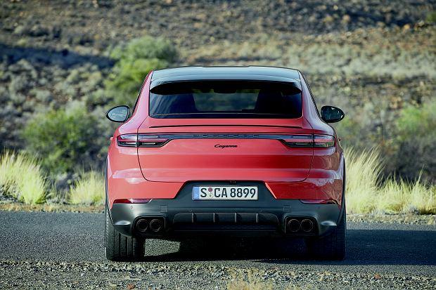 Tył godny Porsche. Klasyczne Cayenne nie wygląda źle, ale sylwetka coupé bardziej pasuje do marki.