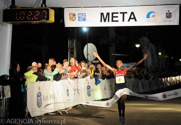 14.06.2014 Wroclaw , Zwyciezca , Nocny Polmaraton . Fot. Tomasz Szambelan  / Agencja Gazeta  SLOWA KLUCZOWE: polmaraton