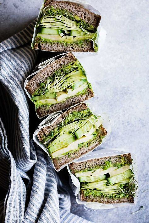 Kanapki z awokado jest bardzo sycąca, może zastąpić lunch