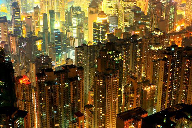 Tętniący życiem dzień i noc Hongkong / shutterstock