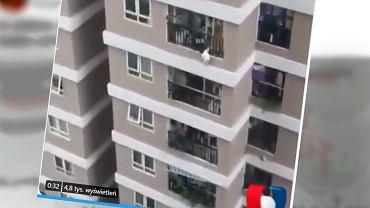 Dziewczynka wypadła z balkonu