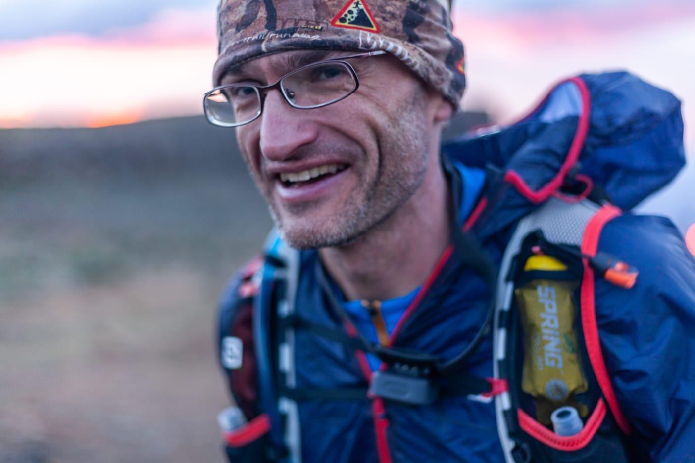 Eryk podczas biegu na 100 km w Górach Smoczych (fot. Archiwum prywatne)