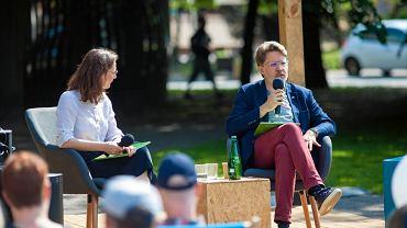Spotkanie z Michałem Rusinkiem na placu Kobzdeja