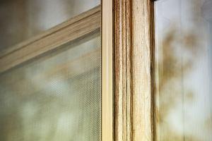Moskitiera - funkcjonalna osłona okien. Wybieramy najlepsze modele