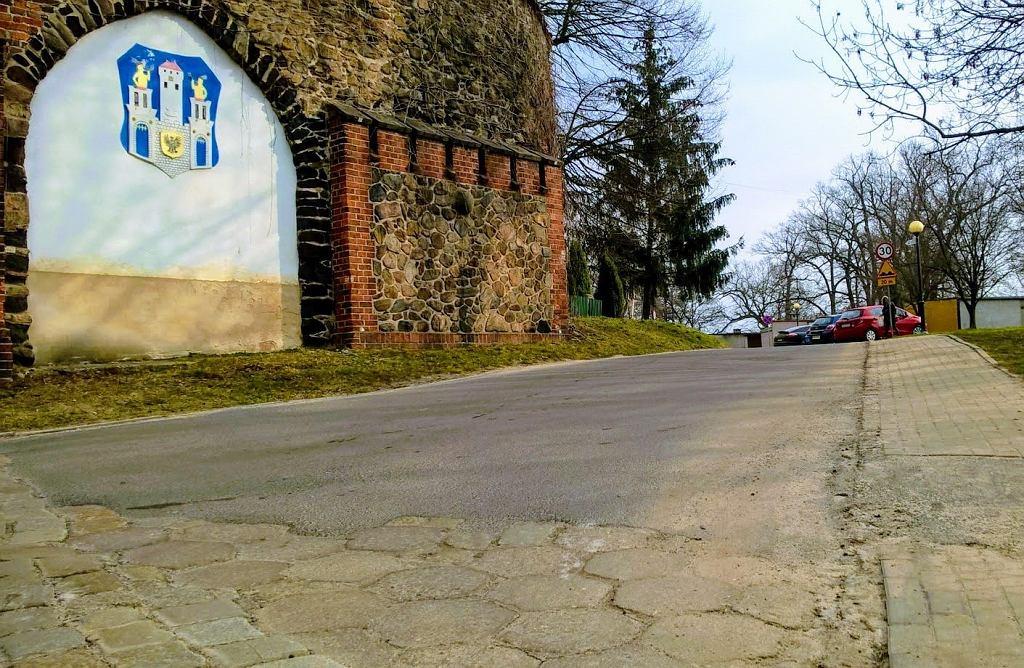 Wjazd na ul. Sądową w Szprotawie (Brama Żagańska)