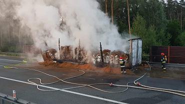 Pożar samochodu ciężarowego na autostradzie A2 na wysokości Wólki Łasieckiej.