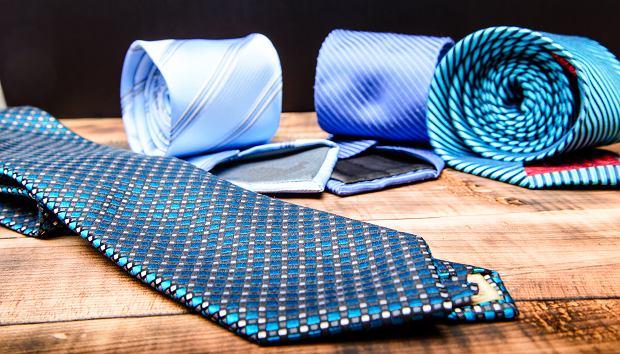 Garnitur maturalny. Krawat czy mucha na maturę?