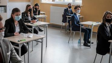 Matura 2021 w VIII Liceum Ogólnokształcącym w Poznaniu. Pierwszy dzień egzaminów - pisemna matura z języka polskiego