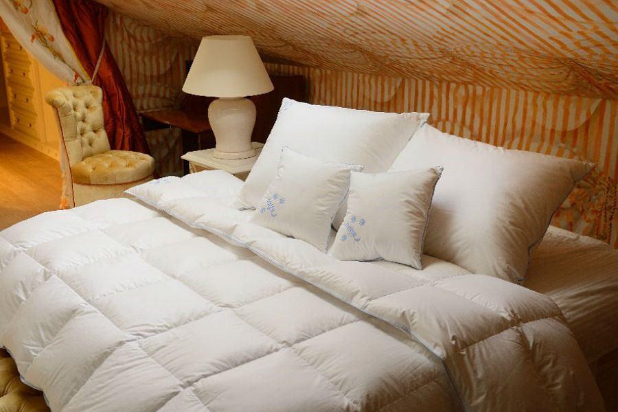 Kołdra i poduszki z naturalnego puchu sprawdzą się i latem i zimą
