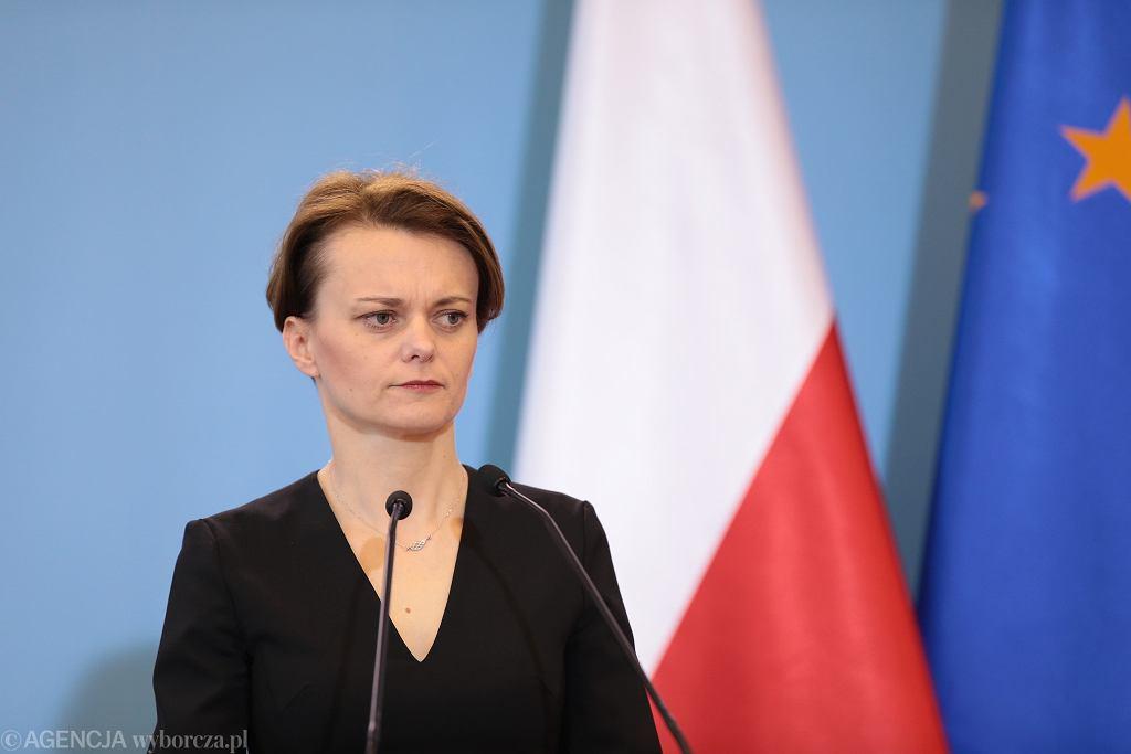 Konferencja prasowa w Warszawie minister rozwoju Jadwigi Emilewicz