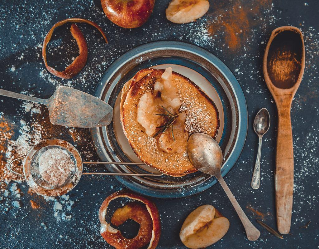 Domowe racuchy z jabłkami