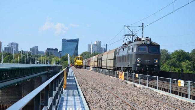 Warszawa. Nawet 100 km/h pojadą pociągi Mostem Gdańskim. Znamy termin zakończenia remontu