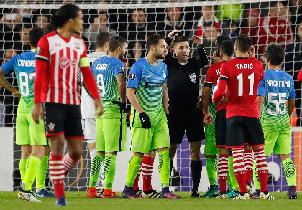 Mecz Southampton - Inter sędziowany był przez polskiego arbitra, Pawła Gila.