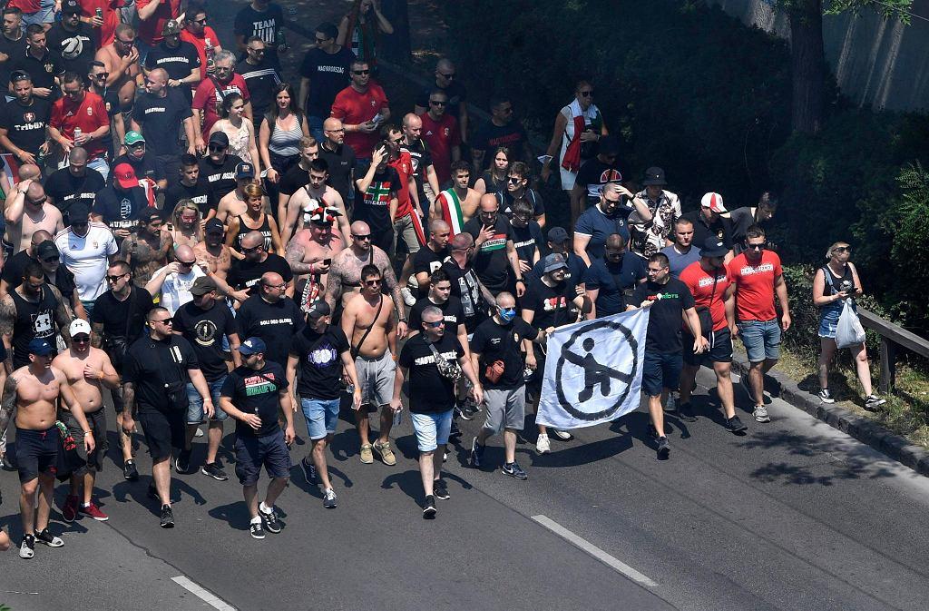 Węgierscy kibice przed meczem z Francją