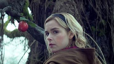 Kiernan Shipka jako nastoletnia czarownica w serialu 'Sabrina'