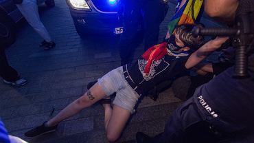 7.08.2020, Warszawa, działania policji podczas protestu przeciwko aresztowaniu Margot, działaczki kolektywu 'Stop Bzdurom'
