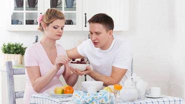 Najważniejsza w okresie ciąży jest prawidłowa dieta. Jedząc rozmaite pokarmy, dostarczamy organizmowi niezbędnych składników sobie i dziecku, którego oczekujemy