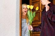 savoir vivre, randka, Savoir vivre: kwiaty na randce, Savoir vivre: kwiaty wręczaj na początku randki