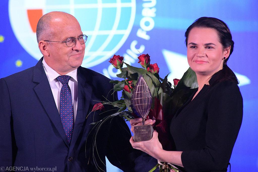 Swiatłana Cichanouska odbiera nagrodę specjalną podczas Forum Ekonomicznego w Karpaczu