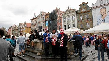 Fontanny na Starym Rynku zostały osłonięte siatką
