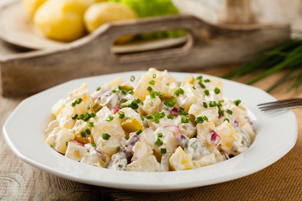 Jakie sałatki sylwestrowe najbardziej lubicie? Ciekawym pomysłem są także te 'cięższe', których bazą są np. ziemniaki