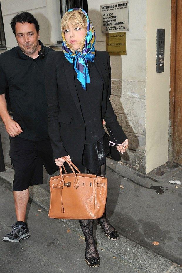104621 Cl?ment Prioli/Starface 2010-08-25   Paris France   Courtney Love est a Paris, elle a fume au balcon de sa chambre d'hotel puis s'est rendue au Meurice avant d'aller au Bataclan pour son concert.