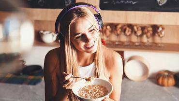 W naszym kraju podcastów najczęściej słuchają osoby przed trzydziestką