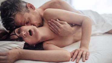 Orgazm nie powinien być celem samym w sobie. Paradoksalnie: im więcej pieszczot, a mniej skoncentrowania na 'obowiązkowym' szczytowaniu, tym większa szansa na sukces