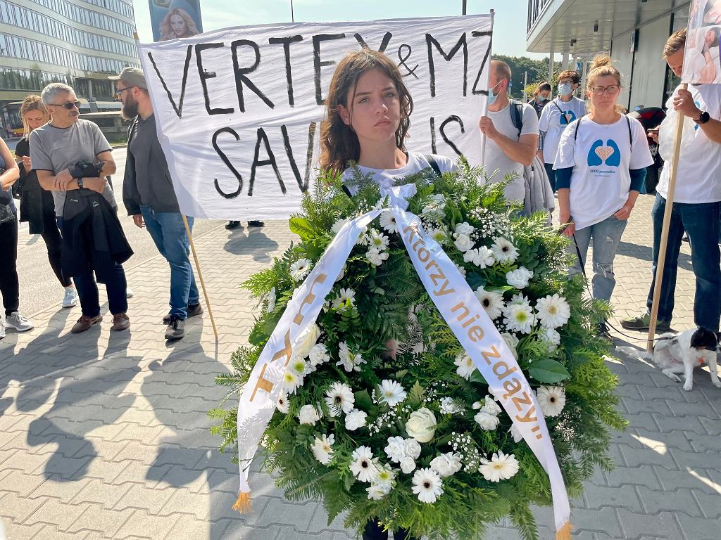Manifestacja chorych na mukowiscydozę i ich przyjaciół pod siedzibą producenta leków firmy Vertex, Warszawa 07.09.21