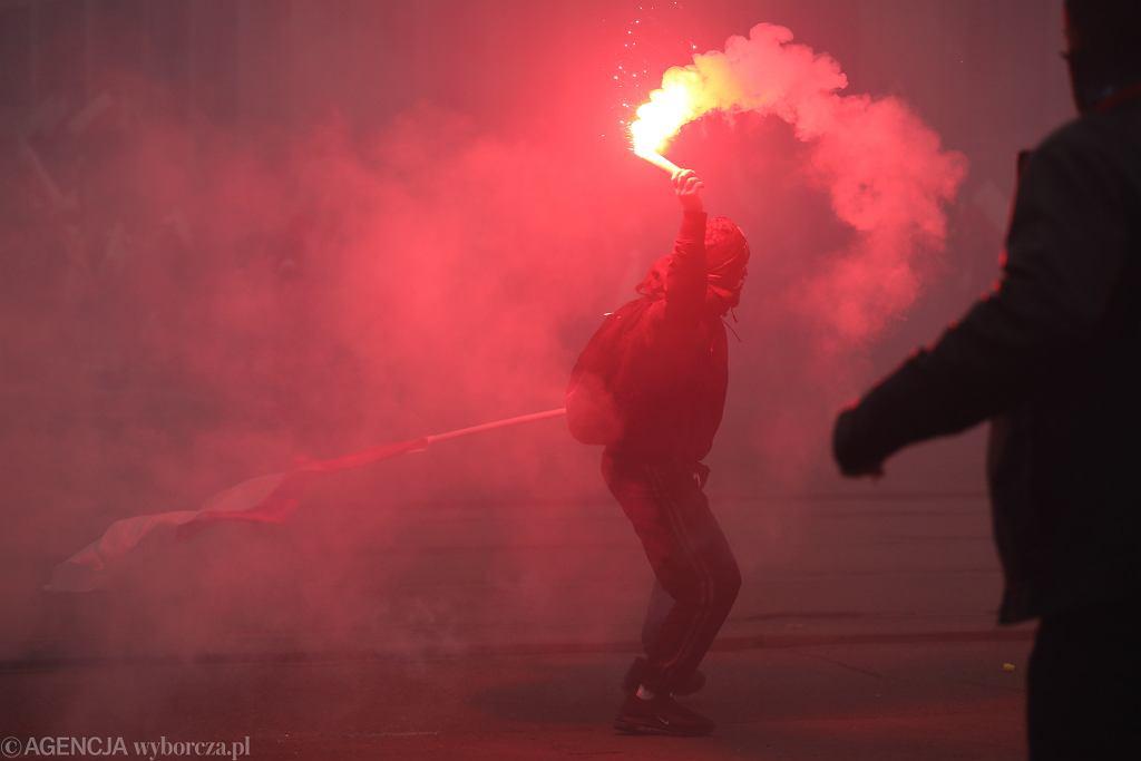 Marsz Niepodległości. Powstała zbiórka pieniędzy dla właściciela podpalonego mieszkania