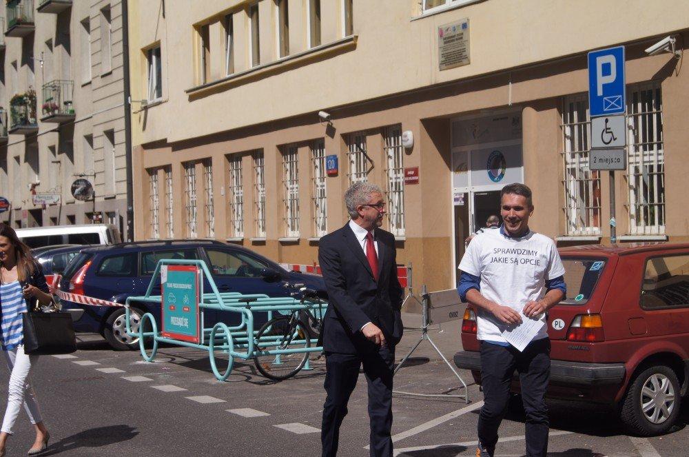 Wiceprezydent Warszawy Jacek Wojciechowicz i Łukasz Puchalski, nowy dyrektor ZDM (po prawej)