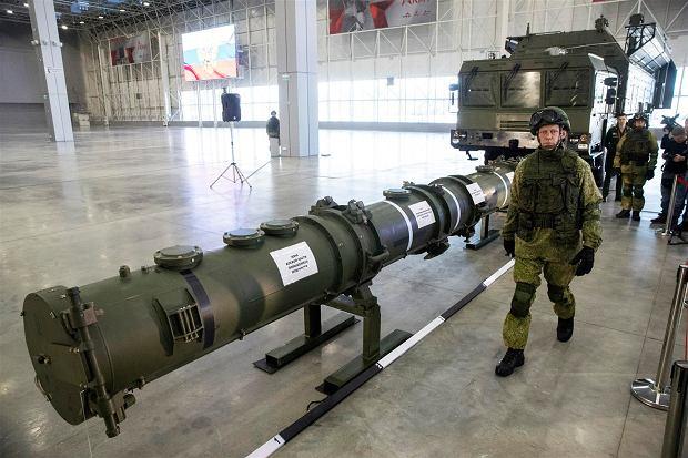 Rosyjski pokaz rzekomego kontenera startowego i wyrzutni rakiety łamiącej według Amerykanów traktat INF