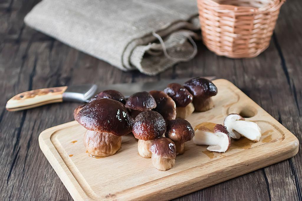 Mrożenie grzybów to jeden z najlepszych sposobów, by zachować zebrane przez nas grzyby na później.