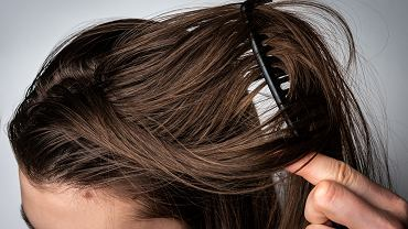Nieestetycznie strączkujące się włosy? Prawdopodobne popełniasz te błędy podczas ich mycia